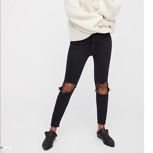 Free People Ripped Knee Black Jeans 30